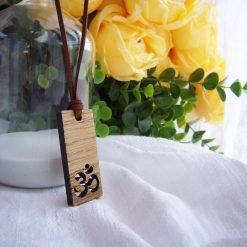 collar colgante de madera calado chakra