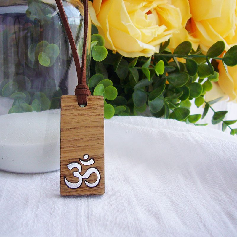 collar de madera con calado chakra