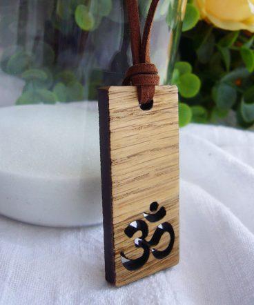 collar colgante de madera