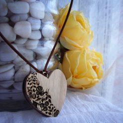 corazones de madera artesanles