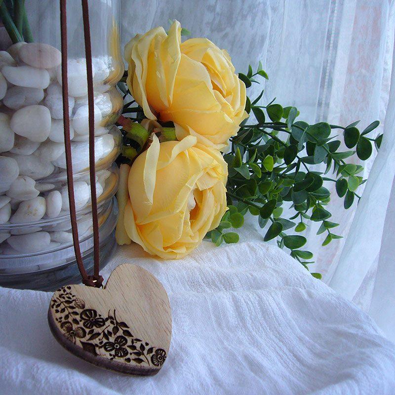 corazones colgante de madera hechos a mano