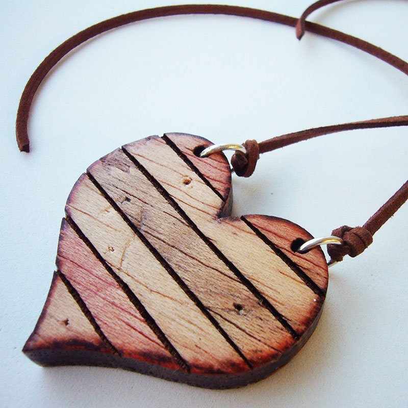 0b0ee297b5ef Colgante corazón de madera personalizado - DECORALETRAS.COM