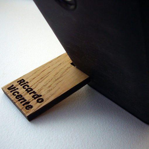 llaveros-de-madera-de-roble-personalizados