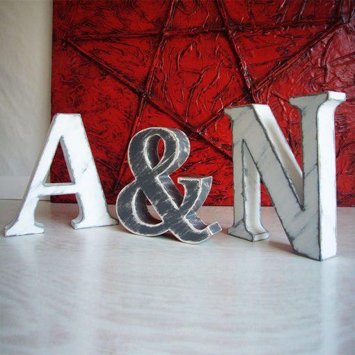 iniciales vintage blanco y gris