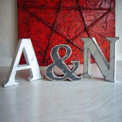iniciales a&n vintage gris y blanco