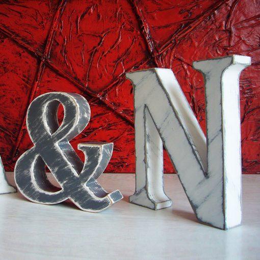 iniciales vintage en blanco y gris