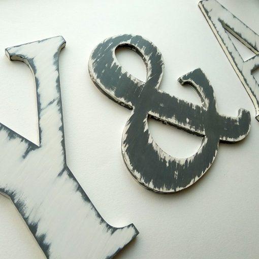 iniciales-blanco-y-gris