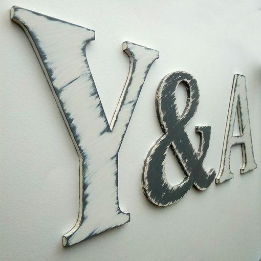 iniciales-vintage-gris-y-blanco