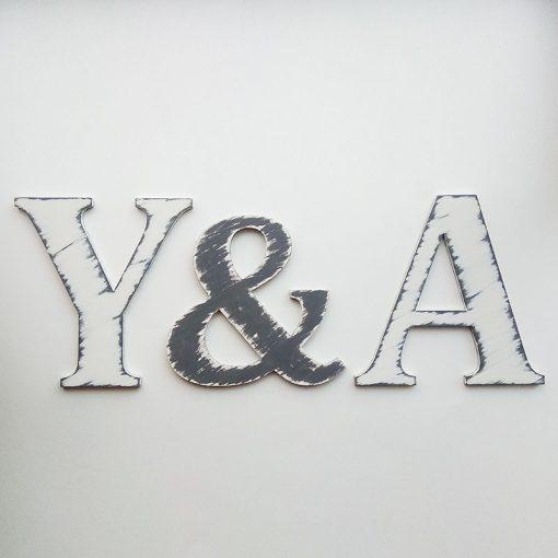 iniciales-vintage-gris-blanco