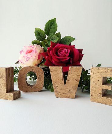 love vintage artesano con letras separadas