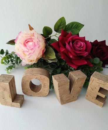 love vintage hecho a mano con madera reciclada