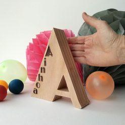 letra a de madera grabada con ainhoa