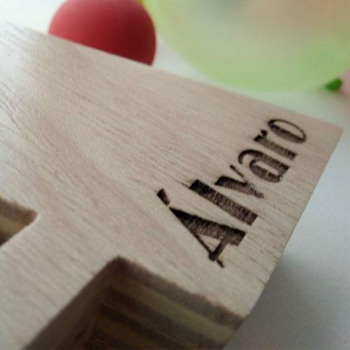 letra a de madera con nombre alvaro
