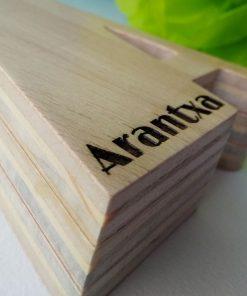 arntxa nombre grabado en madera