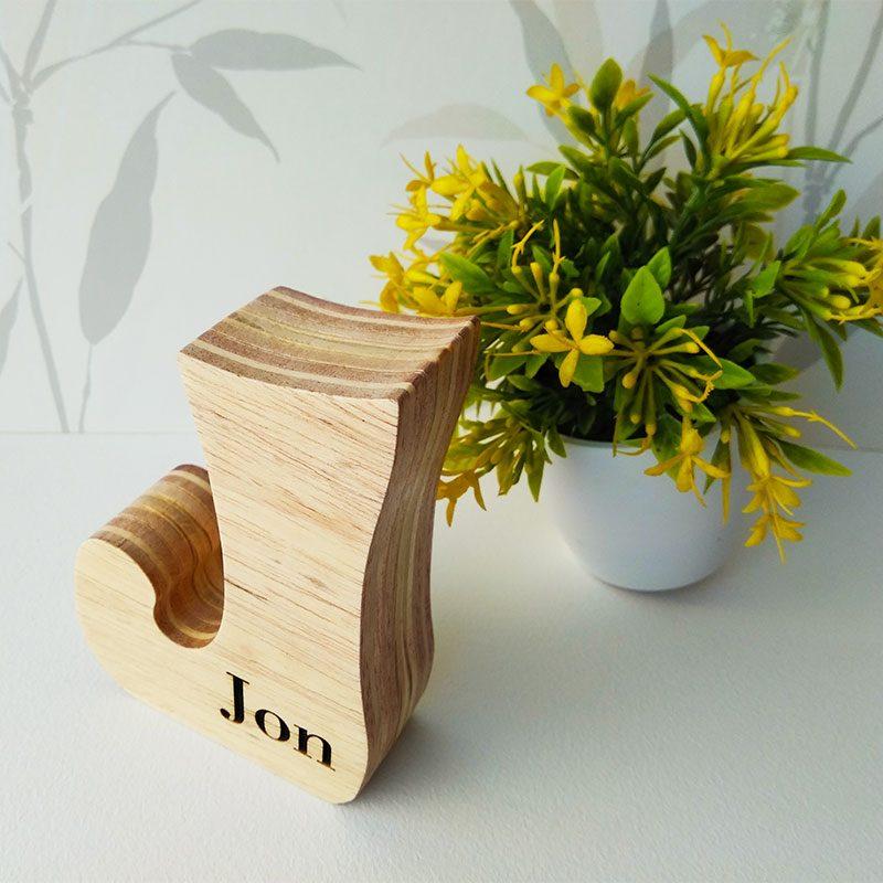 nombre jon grabado en madera