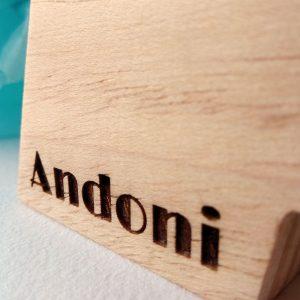 letra a con el nombre de andoni grabado