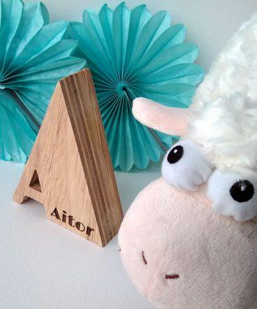 letra a de madera personalizada con aitor