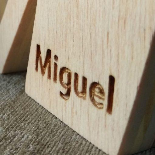 letra m con el nombre de miguel