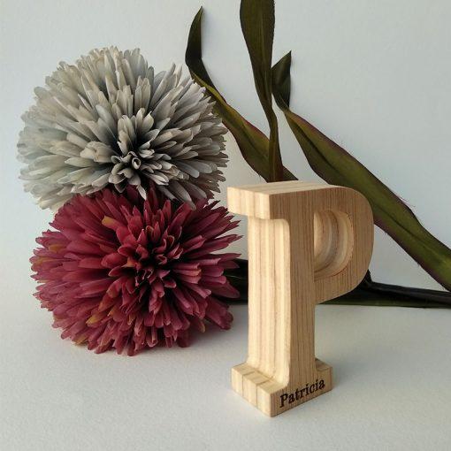letra p de madera con personalizacion