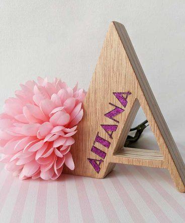 letra-a-de-madera-con-nombre-aitana-2-368x442 LETRAS DE MADERA PERSONALIZADAS Y TOTALMENTE ARTESANALES