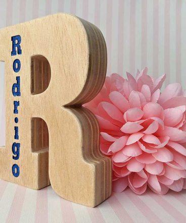 r-grabada-con-nombre-rodrigo-1-368x442 LETRAS DE MADERA PERSONALIZADAS Y TOTALMENTE ARTESANALES