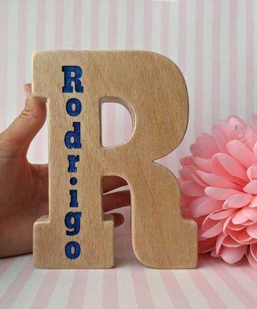 r-grabada-con-nombre-rodrigo-5-368x442 LETRAS DE MADERA PERSONALIZADAS Y TOTALMENTE ARTESANALES